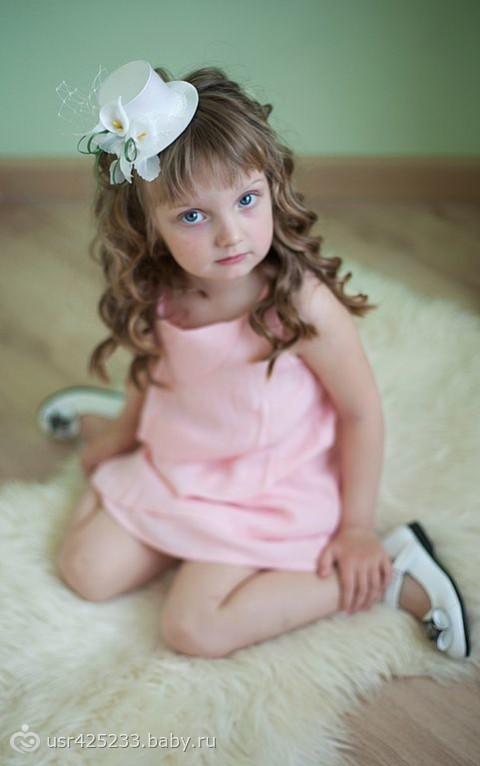 Прически со шляпкой фото