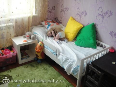 Отец залез в кровать к дочке