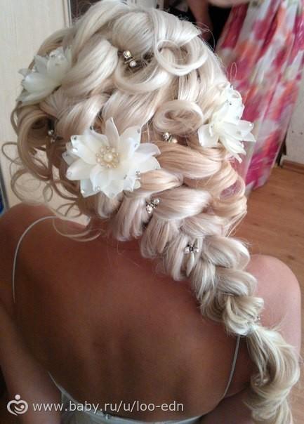 Фото свадебных причесок с косами с челкой