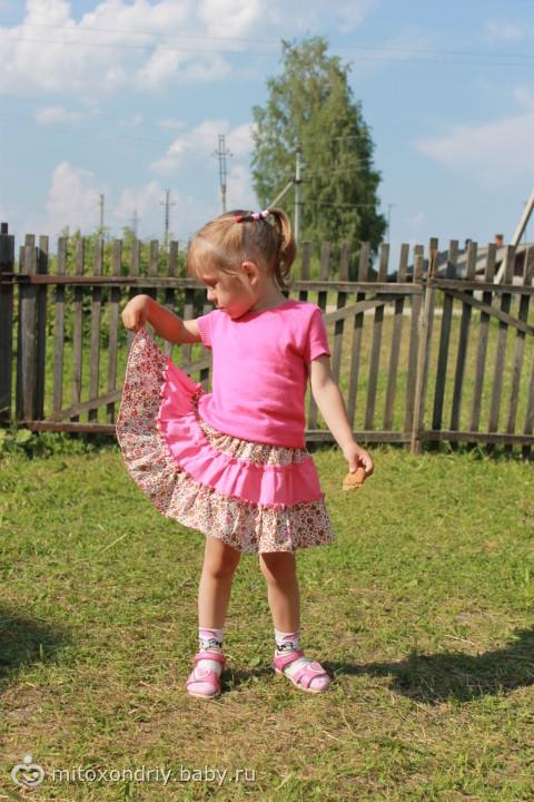 платье  себе юбка для дочки. тем кто шьёт из бурды- выкройка хорошая села идеально!