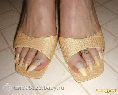 фото ног девушек из под длинных маек