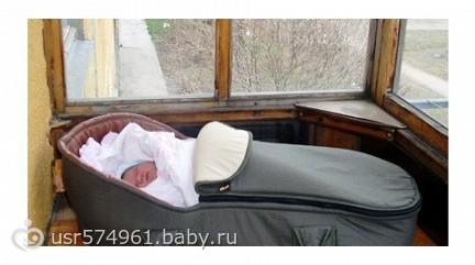 Гуляет ли, гулял ли ваш малыш на балконе ( в коляске.