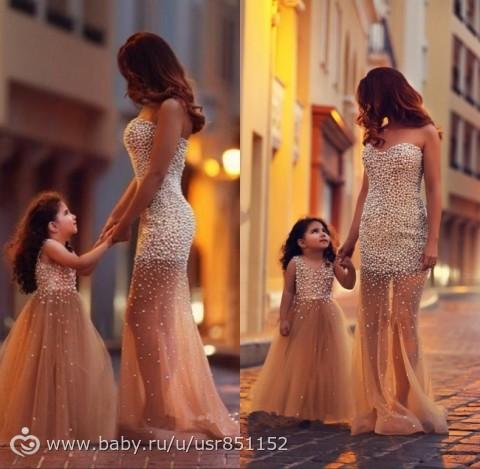 фото в одинаковых платьях мамы и дочки
